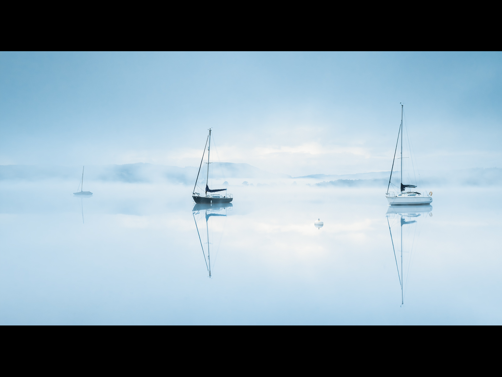 Misty_Dawn_At_Waterhead.jpg